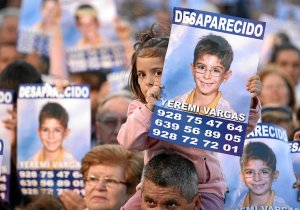 DOCU_QUE Girl holds a banner showing the missing boy Yeremi Vargas during a gathering to support his family in Santa Lucia in the Spain's Canary island of Gran Canaria